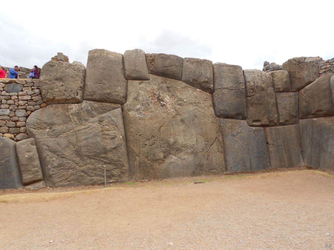 Sacsayhuamán-Mura-Megalitiche-Poligonali-Cusco-Peru-57