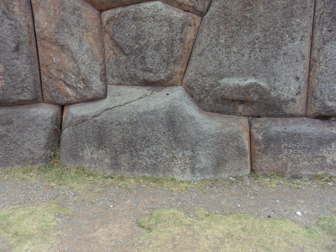 Sacsayhuamán-Mura-Megalitiche-Poligonali-Cusco-Peru-6