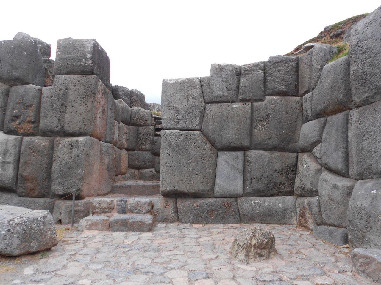 Sacsayhuamán-Mura-Megalitiche-Poligonali-Cusco-Peru-67