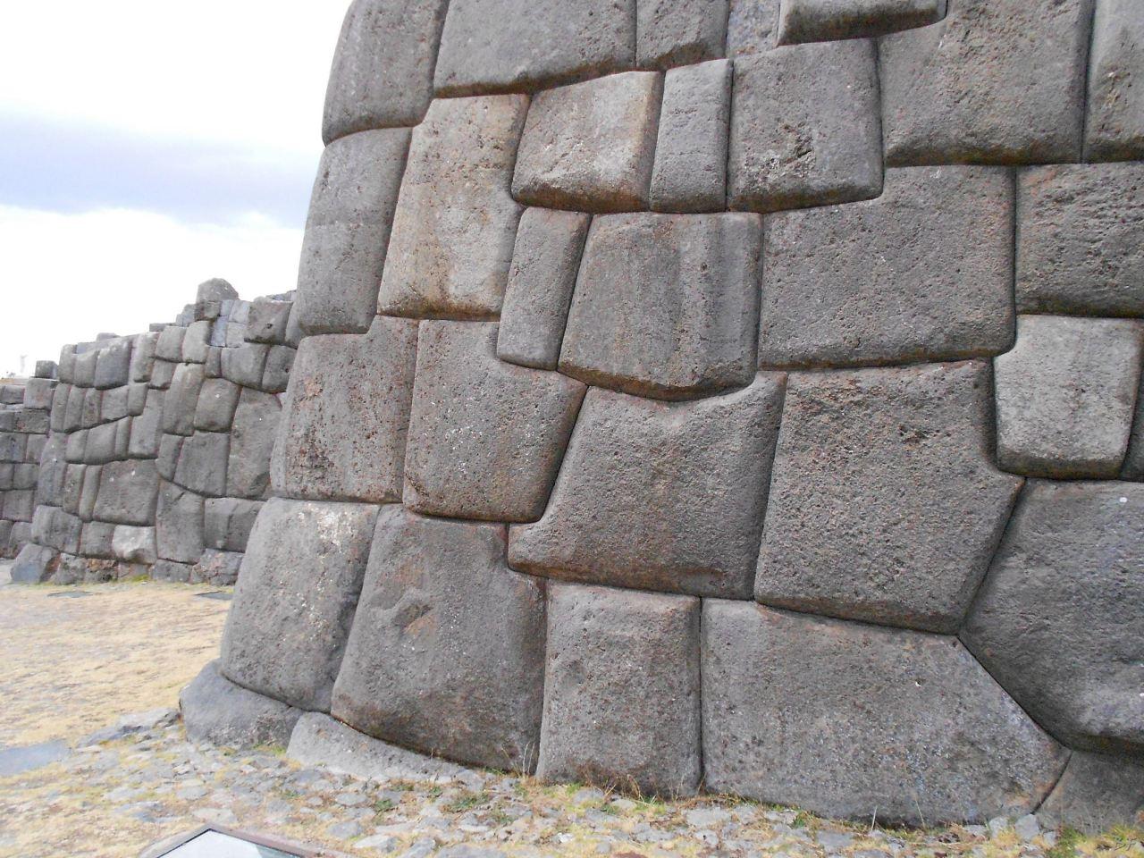 Sacsayhuamán-Mura-Megalitiche-Poligonali-Cusco-Peru-69
