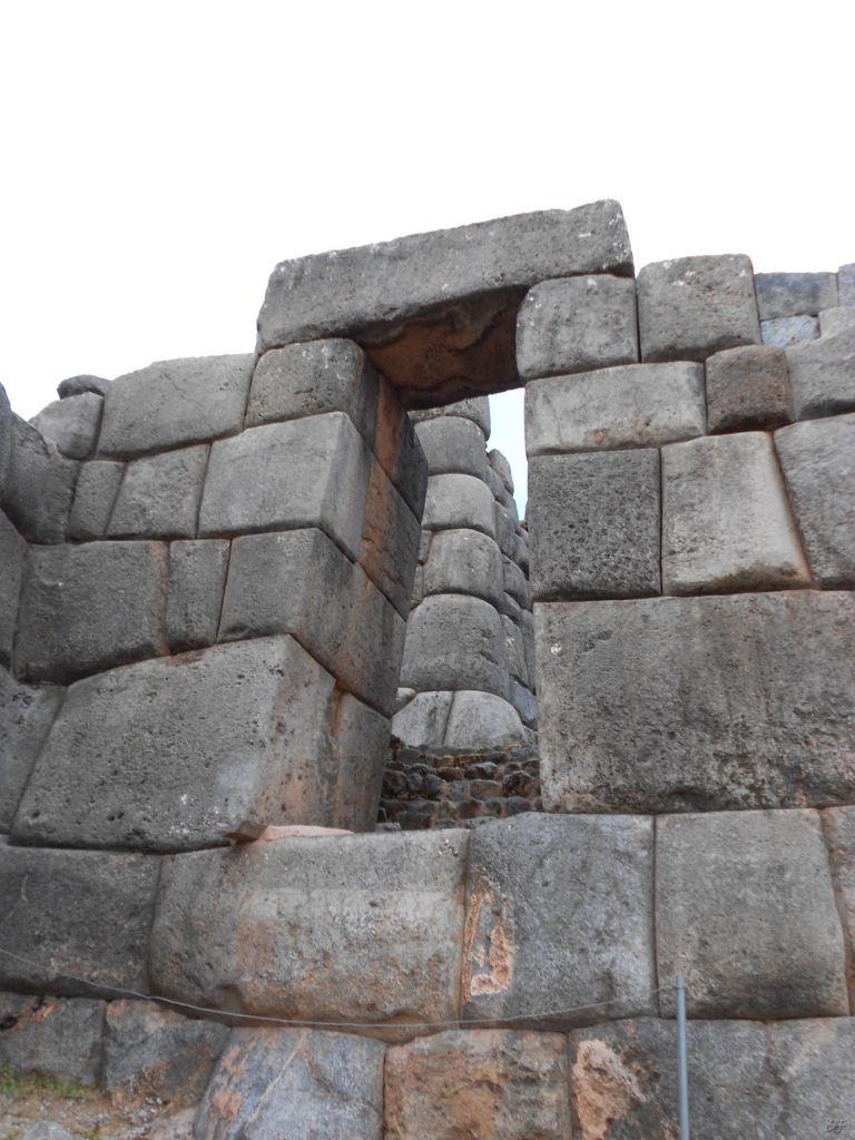 Sacsayhuamán-Mura-Megalitiche-Poligonali-Cusco-Peru-70