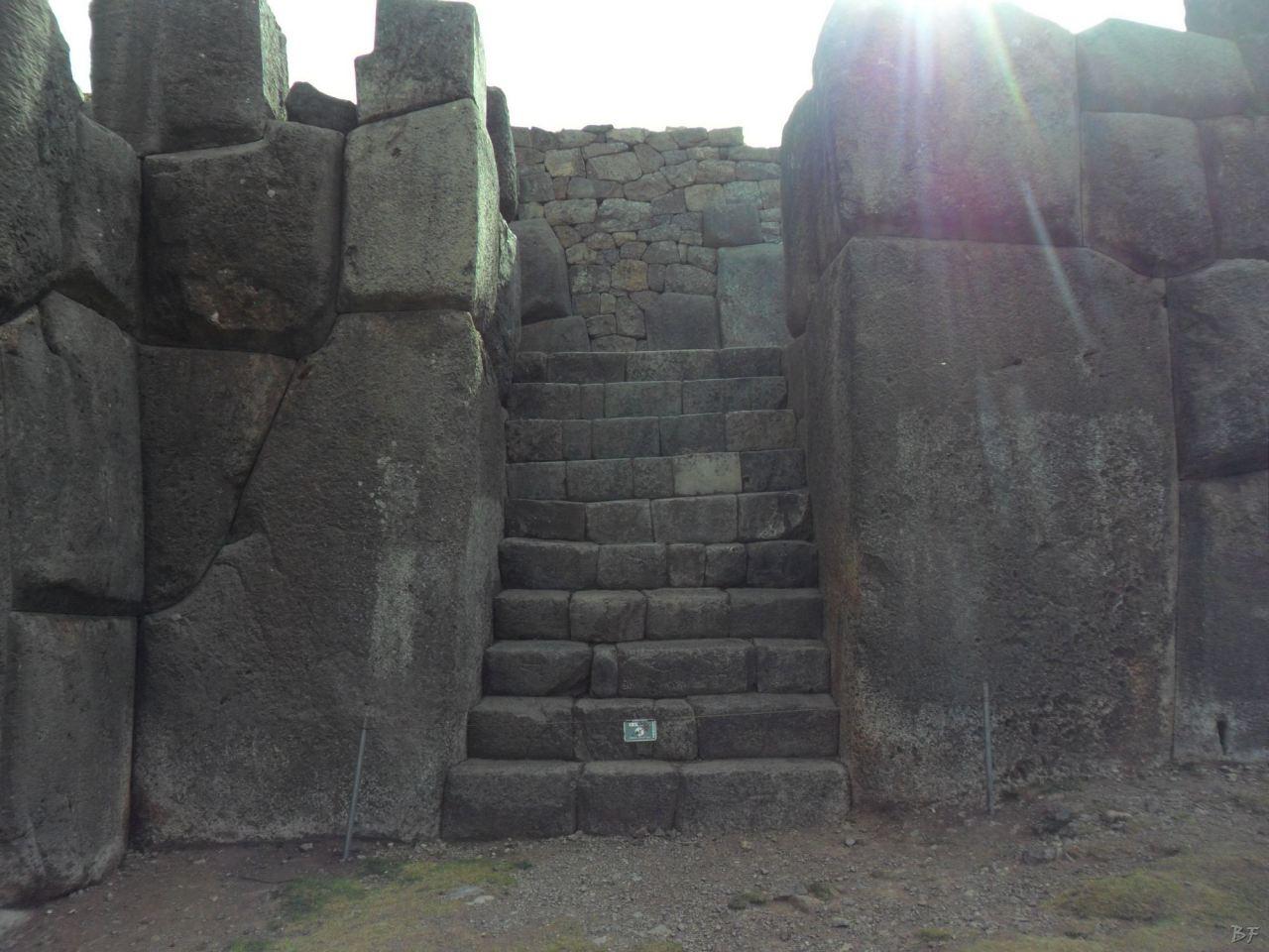 Sacsayhuamán-Mura-Megalitiche-Poligonali-Cusco-Peru-9