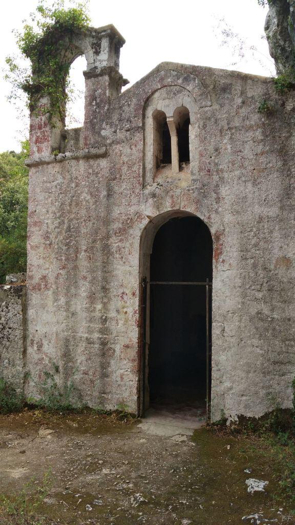 Chiesa-rupestre-San-Biagio-Ostuni-Brindisi-Salento-Puglia-Italia-1