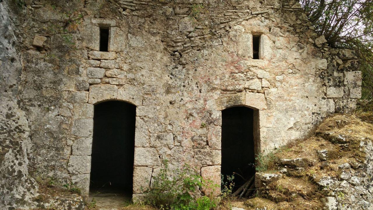 Chiesa-rupestre-San-Biagio-Ostuni-Brindisi-Salento-Puglia-Italia-10