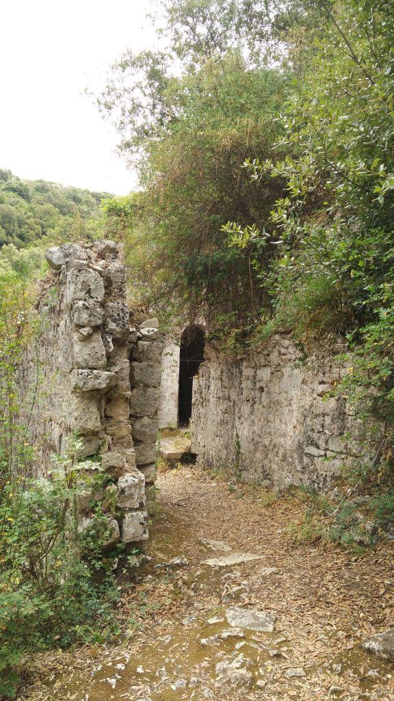 Chiesa-rupestre-San-Biagio-Ostuni-Brindisi-Salento-Puglia-Italia-2