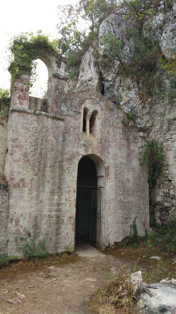 Chiesa-rupestre-San-Biagio-Ostuni-Brindisi-Salento-Puglia-Italia-3