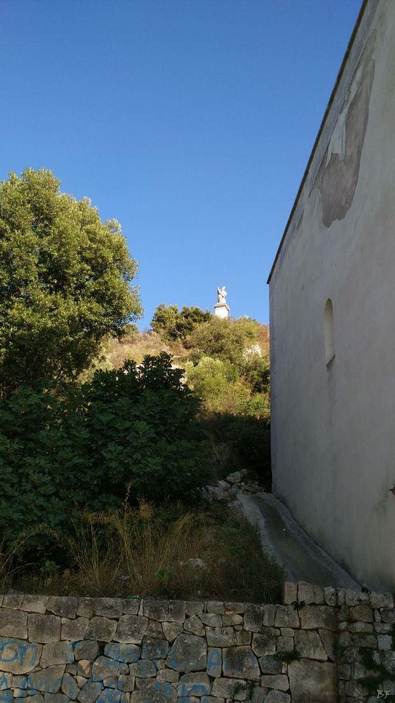 Chiesa-rupestre-fonte-miracolosa-SantOronzo-Ostuni-Brindisi-Puglia-Italia-2