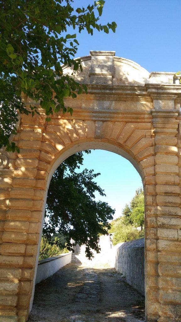 Chiesa-rupestre-fonte-miracolosa-SantOronzo-Ostuni-Brindisi-Puglia-Italia-3
