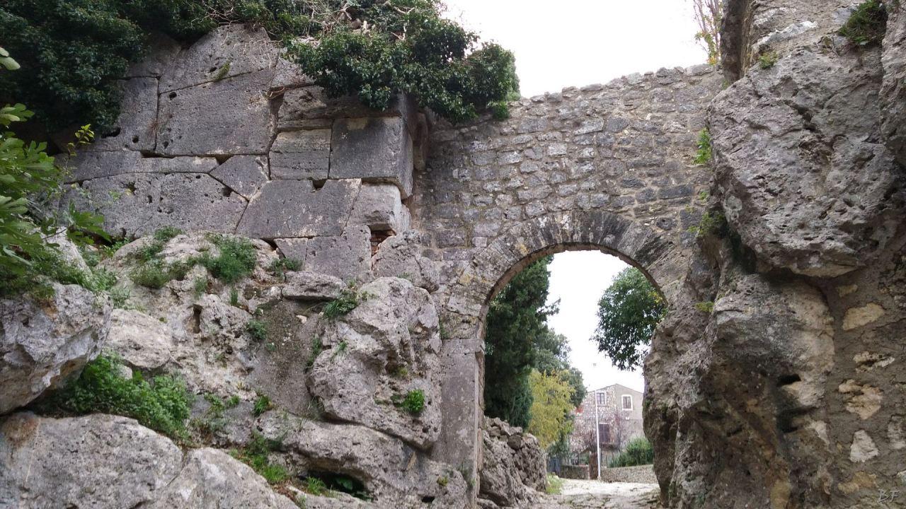 Saturnia-Mura-Megalitiche-Poligonali-Grosseto-Toscana-Italia-1