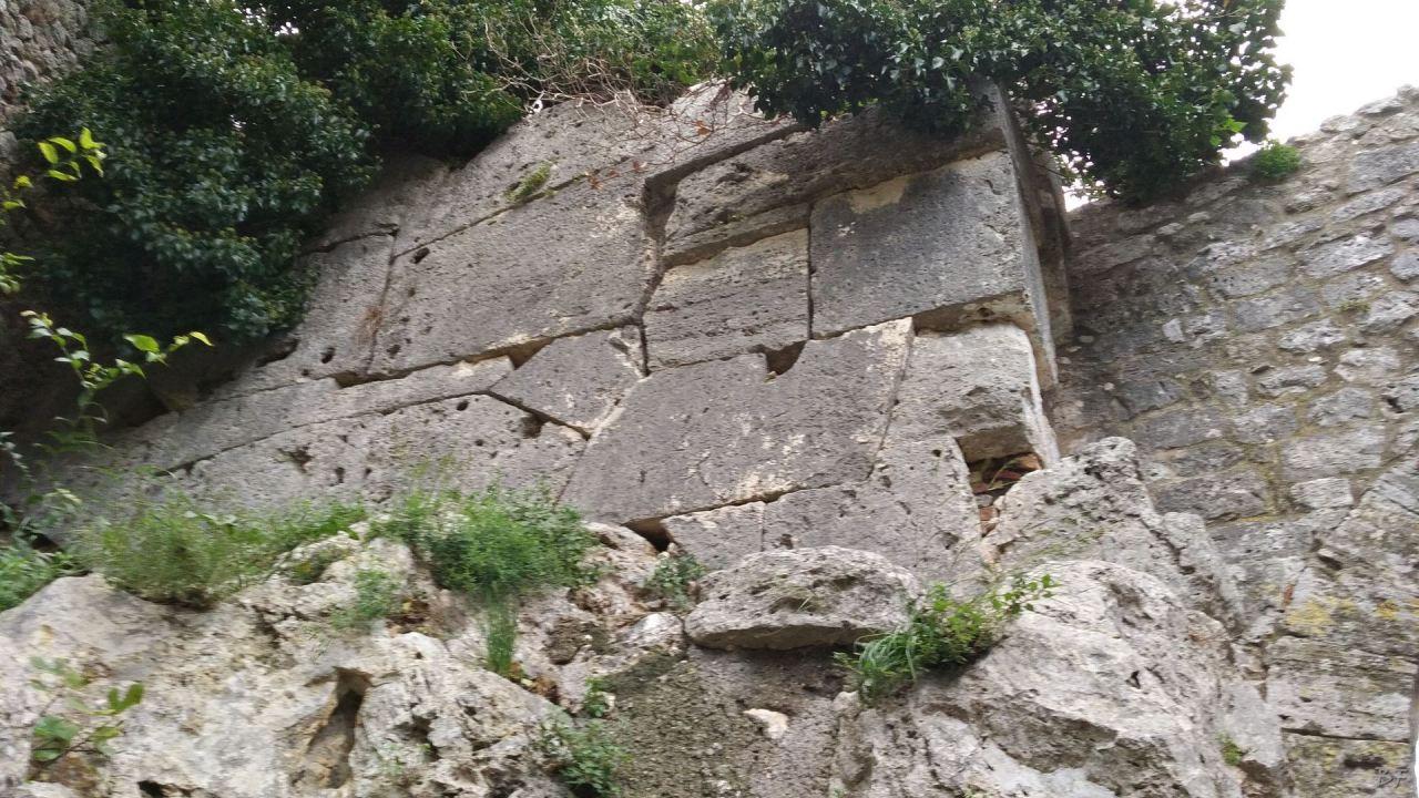 Saturnia-Mura-Megalitiche-Poligonali-Grosseto-Toscana-Italia-2