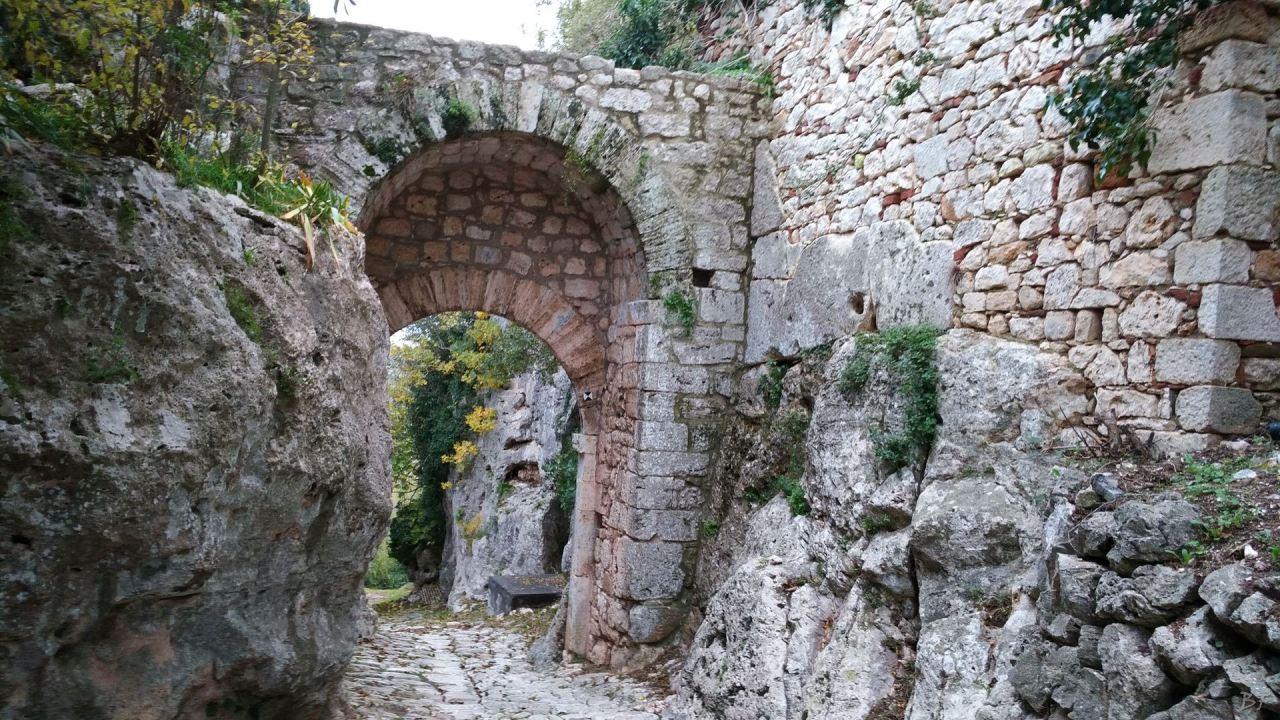 Saturnia-Mura-Megalitiche-Poligonali-Grosseto-Toscana-Italia-3