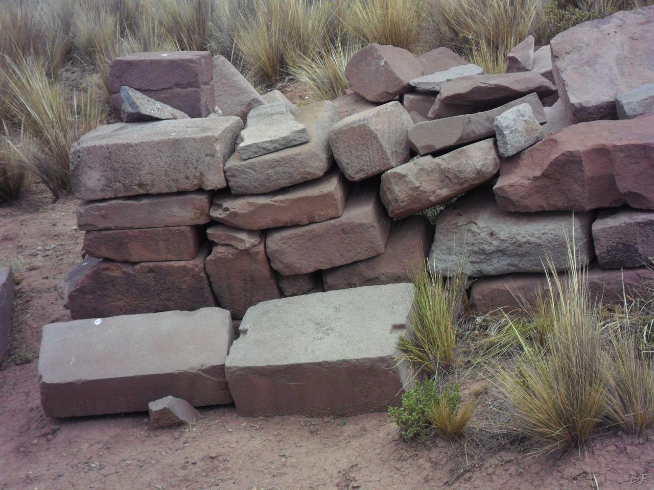 Sito-Megalitico-Piramide-Akapana-Kalasasaya-Menhir-Tiahuanaco-Bolivia-111