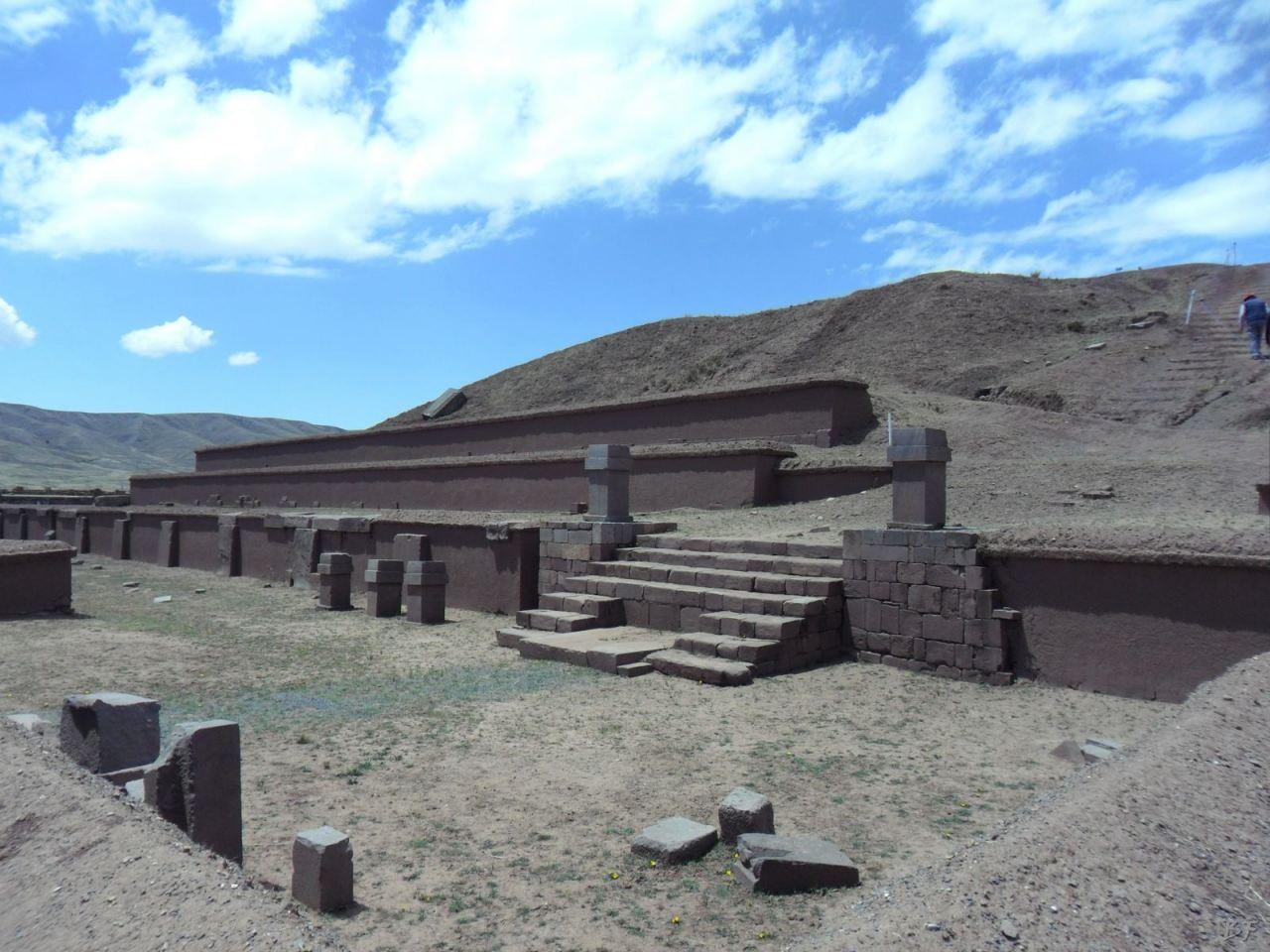 Sito-Megalitico-Piramide-Akapana-Kalasasaya-Menhir-Tiahuanaco-Bolivia-138