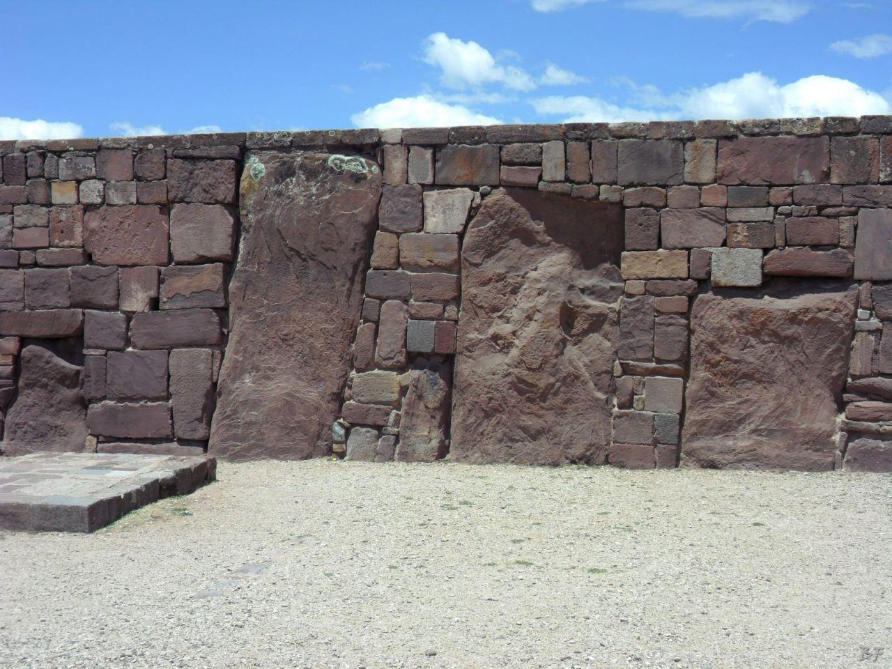 Sito-Megalitico-Piramide-Akapana-Kalasasaya-Menhir-Tiahuanaco-Bolivia-17