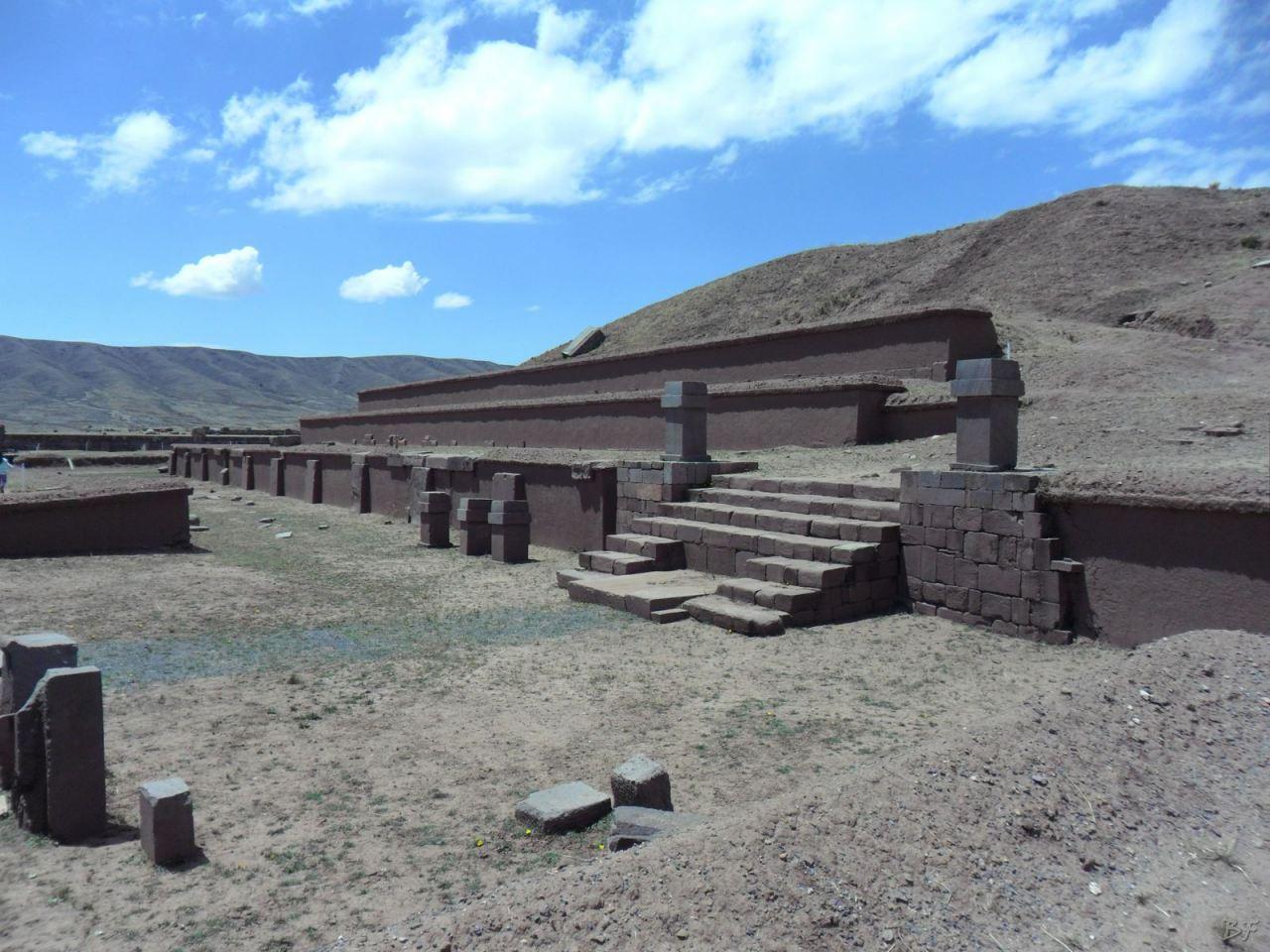 Sito-Megalitico-Piramide-Akapana-Kalasasaya-Menhir-Tiahuanaco-Bolivia-2