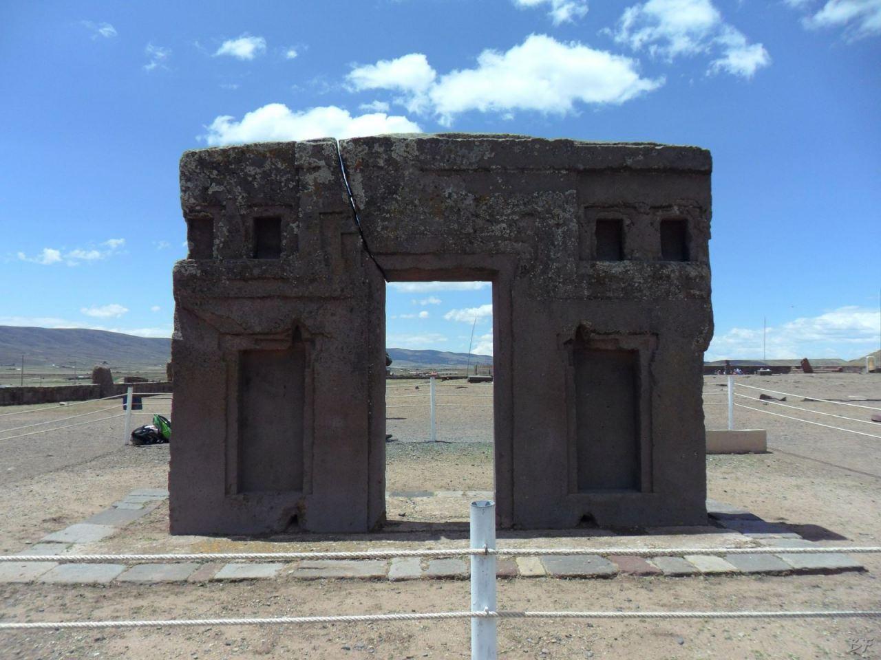 Sito-Megalitico-Piramide-Akapana-Kalasasaya-Menhir-Tiahuanaco-Bolivia-20