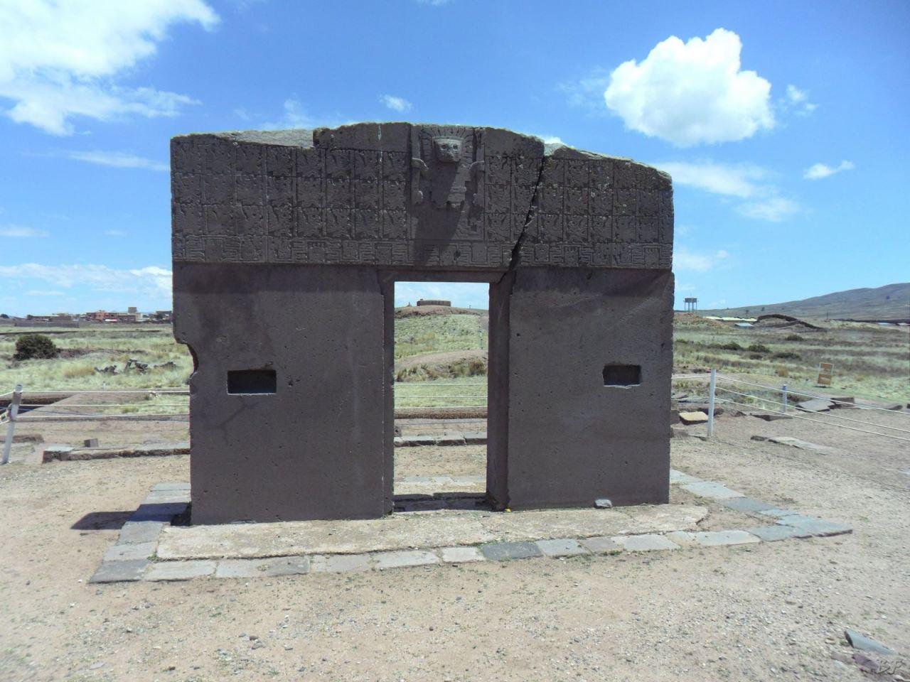 Sito-Megalitico-Piramide-Akapana-Kalasasaya-Menhir-Tiahuanaco-Bolivia-26