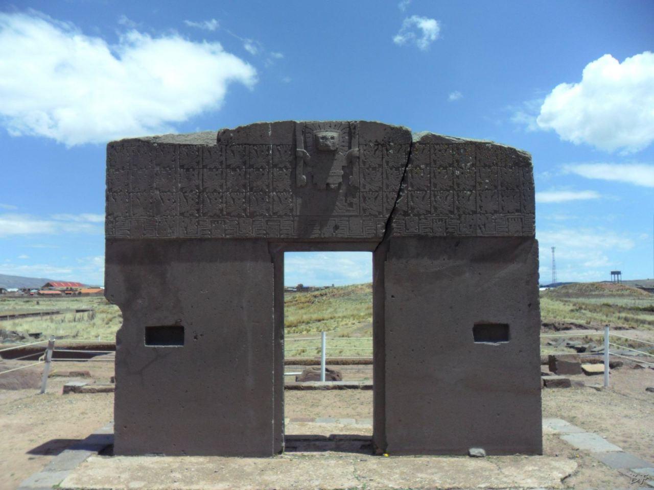 Sito-Megalitico-Piramide-Akapana-Kalasasaya-Menhir-Tiahuanaco-Bolivia-27
