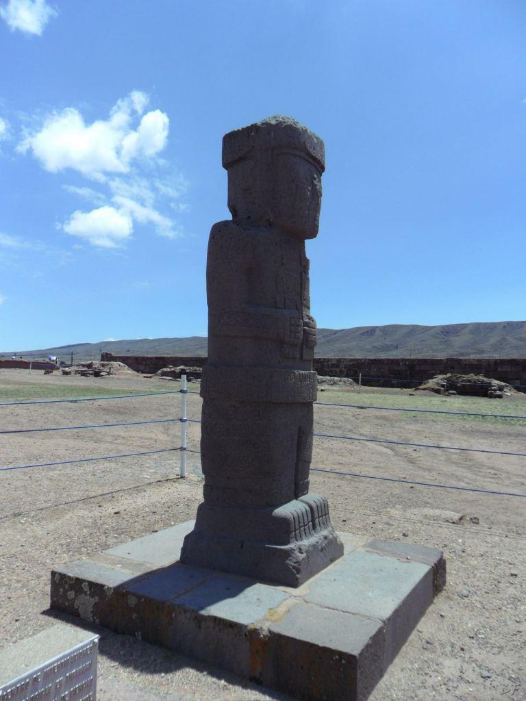 Sito-Megalitico-Piramide-Akapana-Kalasasaya-Menhir-Tiahuanaco-Bolivia-39