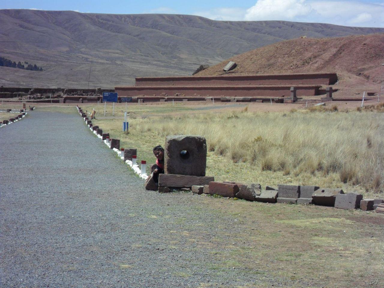 Sito-Megalitico-Piramide-Akapana-Kalasasaya-Menhir-Tiahuanaco-Bolivia-4