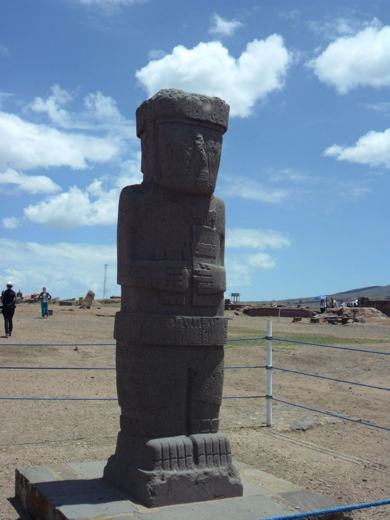 Sito-Megalitico-Piramide-Akapana-Kalasasaya-Menhir-Tiahuanaco-Bolivia-41