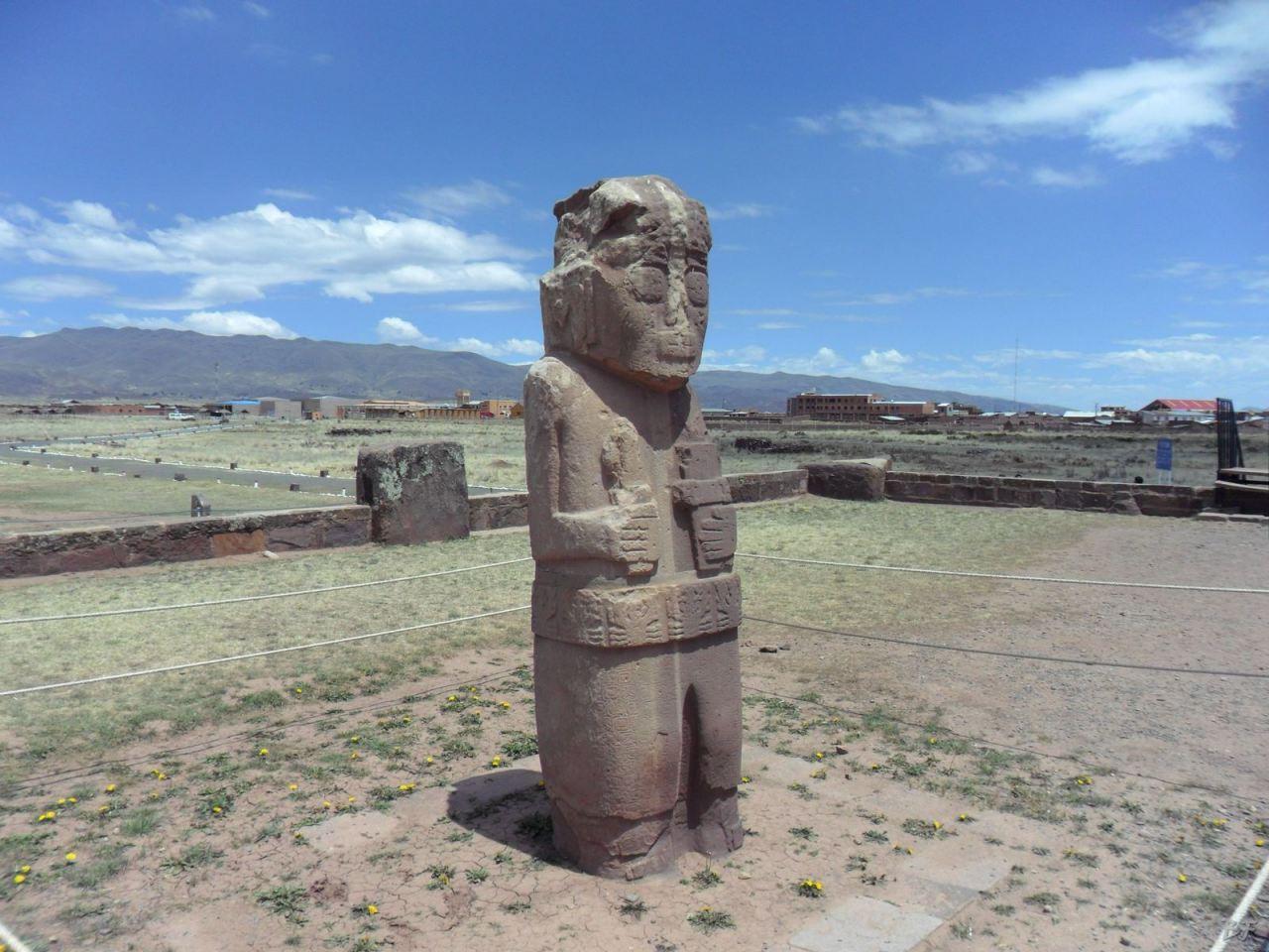 Sito-Megalitico-Piramide-Akapana-Kalasasaya-Menhir-Tiahuanaco-Bolivia-56