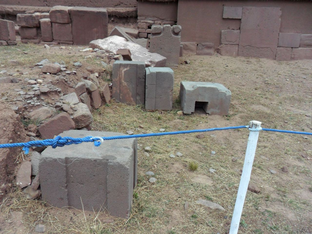 Sito-Megalitico-Piramide-Akapana-Kalasasaya-Menhir-Tiahuanaco-Bolivia-67