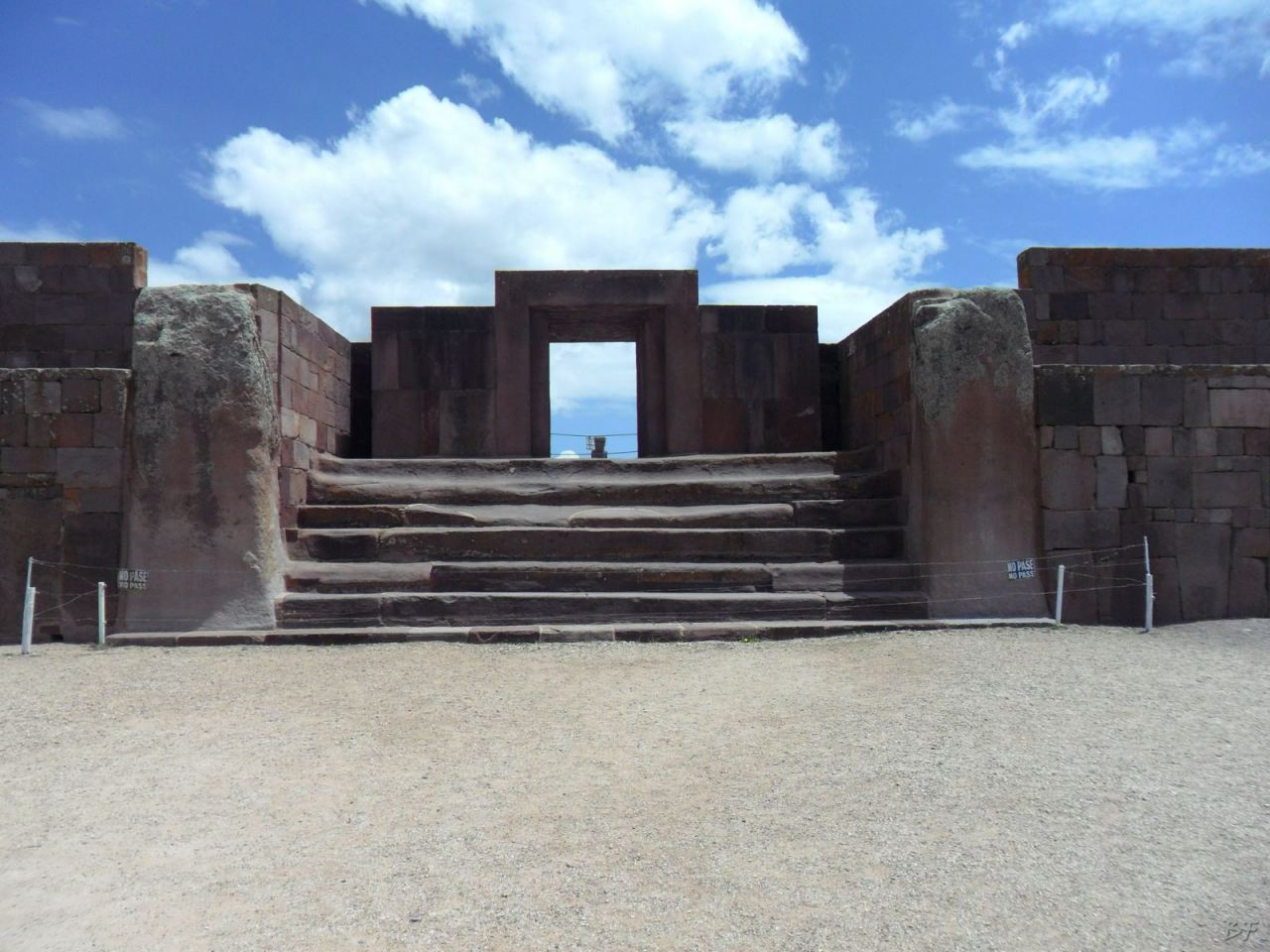 Sito-Megalitico-Piramide-Akapana-Kalasasaya-Menhir-Tiahuanaco-Bolivia-70