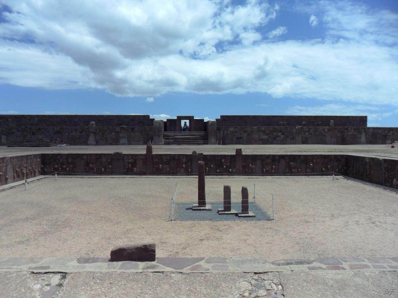 Sito-Megalitico-Piramide-Akapana-Kalasasaya-Menhir-Tiahuanaco-Bolivia-75