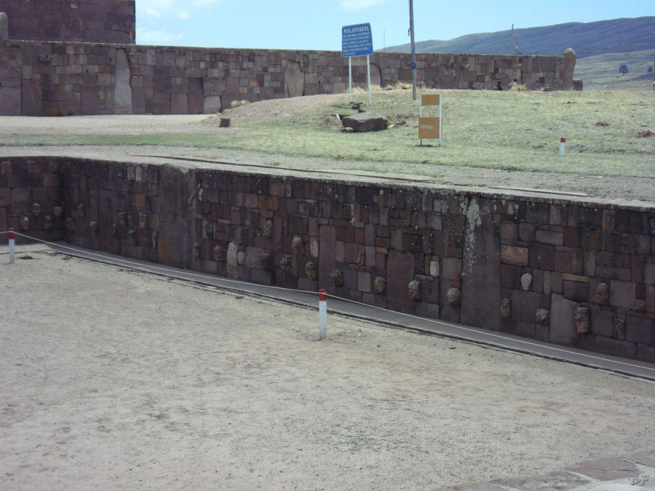 Sito-Megalitico-Piramide-Akapana-Kalasasaya-Menhir-Tiahuanaco-Bolivia-76