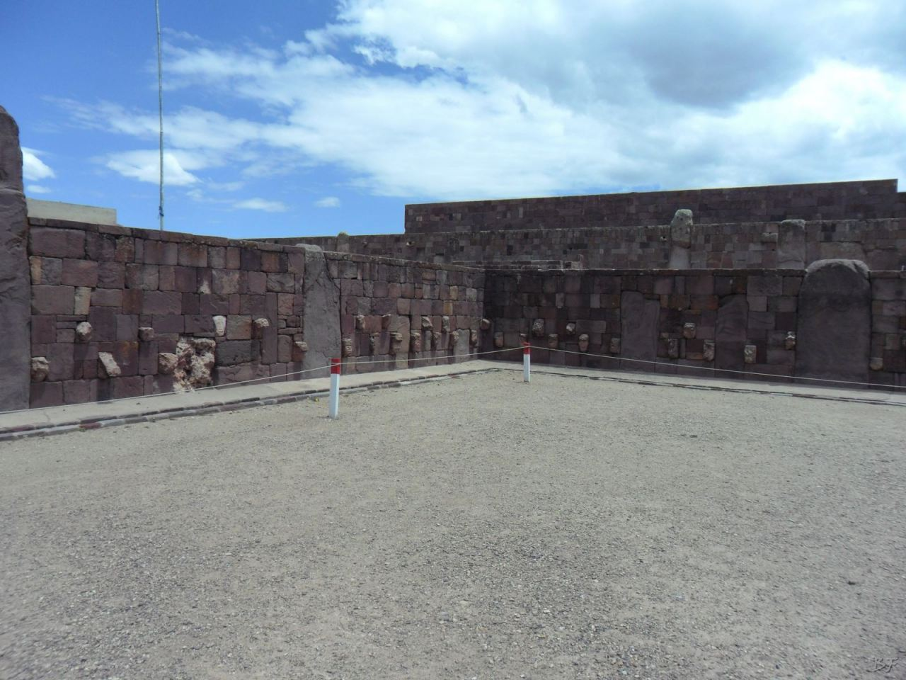 Sito-Megalitico-Piramide-Akapana-Kalasasaya-Menhir-Tiahuanaco-Bolivia-79