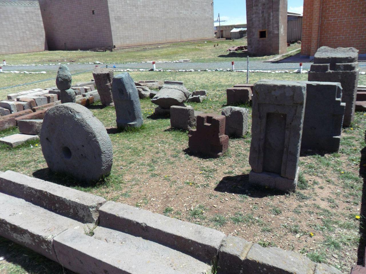 Sito-Megalitico-Piramide-Akapana-Kalasasaya-Menhir-Tiahuanaco-Bolivia-8