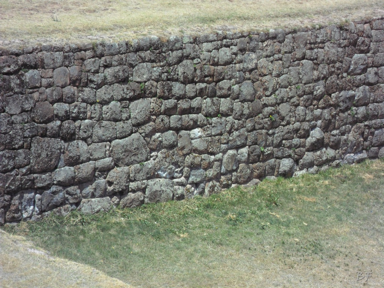 Mura-Poligonali-Megaliti-Tipon-Oropesa-Cusco-Perù-19