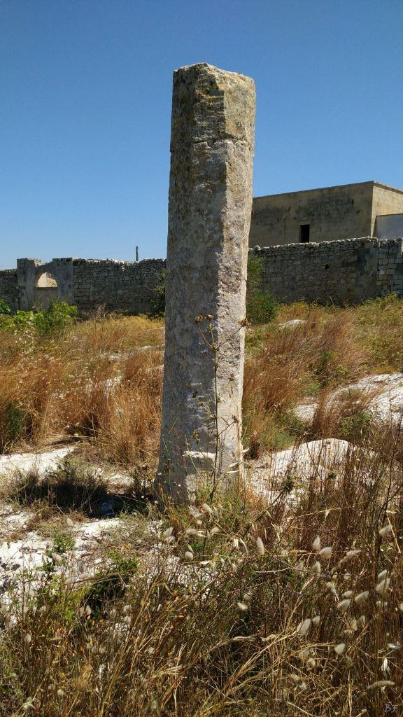 Menhir-di-Ussano-Cavallino-Lecce-Salento-Puglia-Italia-2