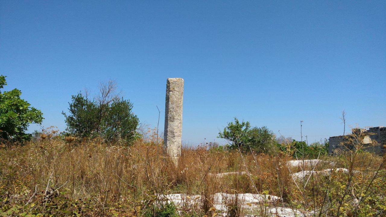 Menhir-di-Ussano-Cavallino-Lecce-Salento-Puglia-Italia-3