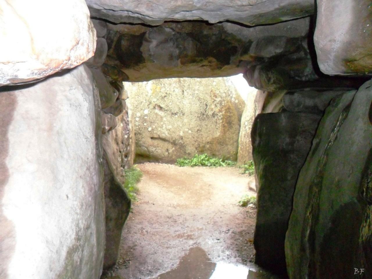 West-Kennet-Long-Barrow-Silbury-Hill-Tumulo-Dolmen-Megaliti-Avebury-Wiltshire-Inghilterra-Gran-Bretagna-5